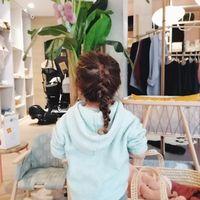Pour les vacances, idée coiffure pour vos poupettes 🥰 Tresse africaine by @leschignonsdejo pour Elly♥️  bisous de nous 😘🤗 #ouimumslaboutique #ouimums #coiffure #bonnesvacances