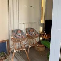 On envoie plein d'amour aux jumeaux d'Alice @alice_abl ! Ils sont trop beaux sur leur chaise haute Childhome !  👼👼 @childhome.be Cette chaise haute au design scandinave est très pratique.  Elle s'adapte à trois hauteurs de table (50 cm, 72 cm et 90 cm).  😍 Venez retrouver cette chaise haute en magasin !   -------  ❤️ La boutique est ouverte du lundi au samedi de 10h à 19h.  ❤️ Infos, renseignements drive ou listes de naissance : 04 86 12 84 03   ❤️ Et si vous ne pouvez pas venir au magasin, retrouvez l'ensemble de nos produits en ligne sur www.ouimums.com.  #ouimums #ouimumslaboutique #boutiquemarseille #boutiquepuericulture  #modernfamily #parentslife #happy #parentalité